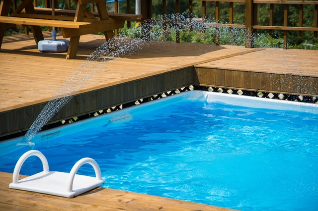 bazén s tryskou